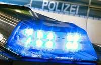 Geparkter BMW auf der Hauptstraße beschädigt