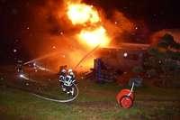 Lagerhalle einer Baufirma brennt völlig aus