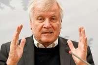 Bericht: Seehofer will Behörden auf Rechtsradikale überprüfen