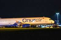Flugzeug kommt nach Landung von Rollweg ab – keine Verletzten