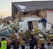 Flugzeug kracht in ein Wohnhaus