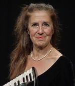 Solokünstlerin Cordula Sauter spielt zu Ehren Astor Piazzollas