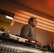 DJ Martin Elble setzt im Schlachthof auf 100% Vinyl