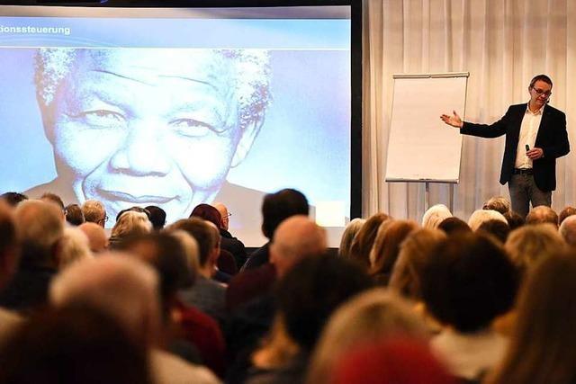 Psychologe Denis Mourlane beim BZ-Wissensforum in Freiburg