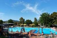 Badegast aus dem Elsass fühlt sich benachteiligt – Ihringer Bürgermeister widerspricht
