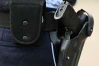 Mann droht, sich und andere umzubringen – Polizist schießt ihm ins Bein