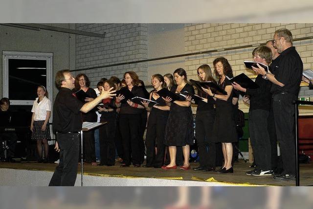 Schüler-Eltern-Lehrer-Chor in Form