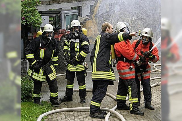 Vier Feuerwehrabteilungen bei Großübung im Einsatz