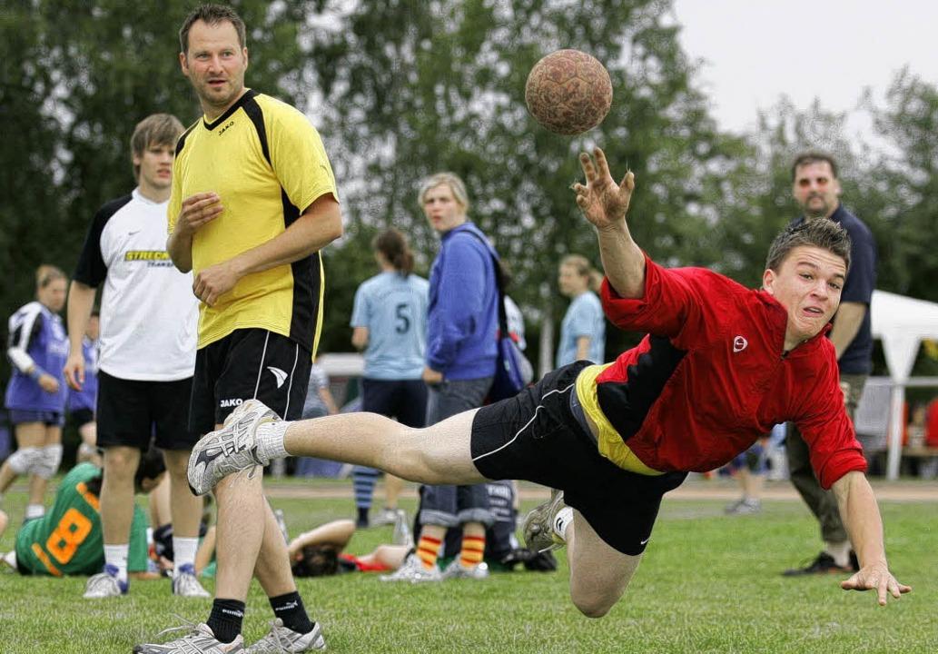 Handball Turnier Meissenheim<?ZE?><?ZE?>Ottenheimer Spieler beim Sprungwurf  | Foto: Aukthun-Görmer Peter