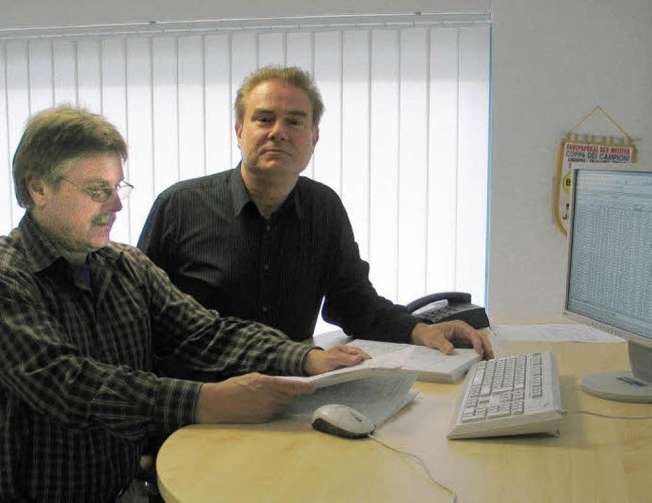 Peter Radewic (rechts) und sein Vertri...informiert in den Tag starten können.     Foto: Thomas  Winckelmann