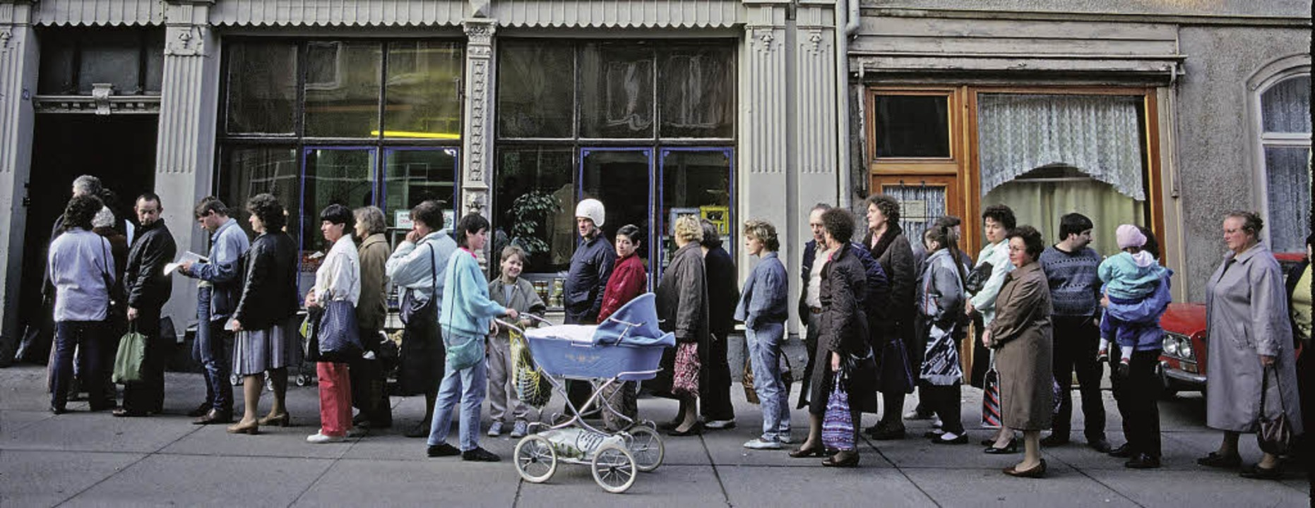 Mit der Einführung der Marktwirtschaft...wunden: lange Schlangen vor den Läden     Foto: HAUN