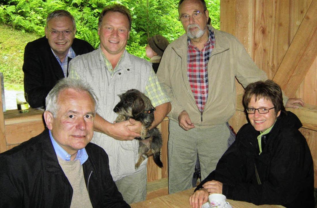 Gäste, Gastgeber   und Entdecker (von ...hlatts Ortsvorsteher Ottmar Seywald.    | Foto: Anne Freyer