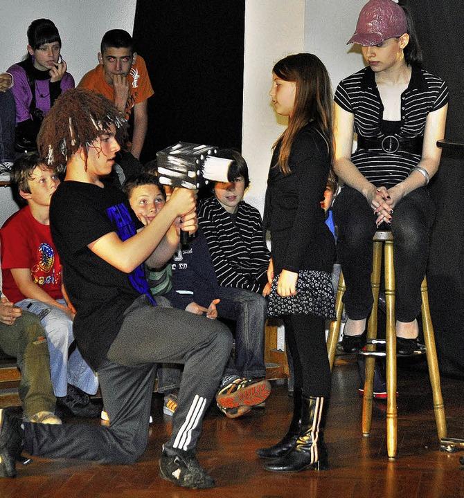 Neuland betreten die Spielwerkstatt un...eider-Schule mit ihrem Theaterprojekt.    Foto: michael bamberger