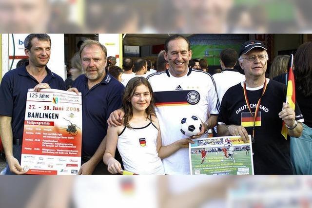 Mehr als 4000 Fußballfans