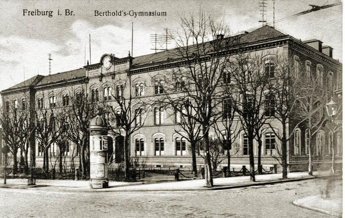 Das alte BG an der Bertoldstraße zeigt...torische Postkarte aus dem Jahr 1909.     Foto: Archiv Peter Kalchthaler
