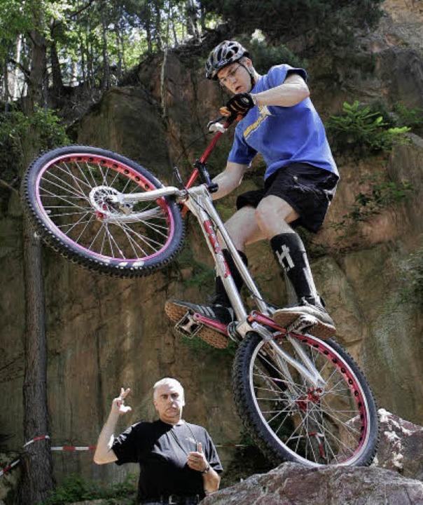 Wer Trial fahren will, muss sein Rad beherrschen.   | Foto:  Peter Aukthun
