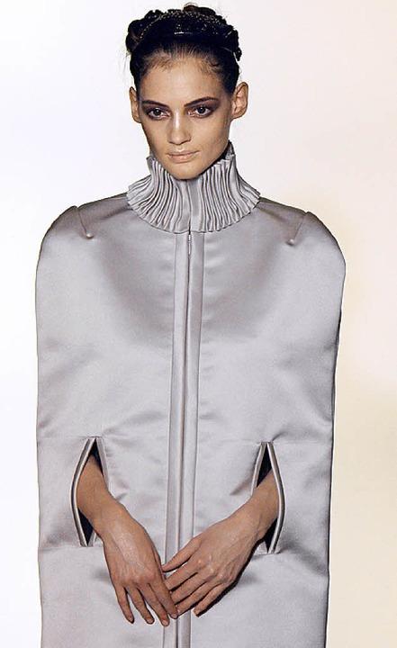 Jacke mit wenig Armfreiheit von Valentino    Foto: AFP (5)/dpa (2)