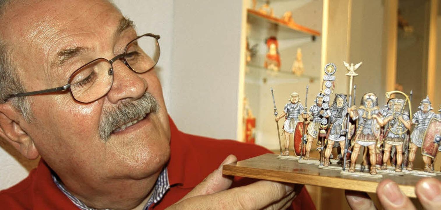 Der Meister und seine Geschöpfe:    He...rg        mit einigen  seiner  Figuren  | Foto: Sigrid Umiger