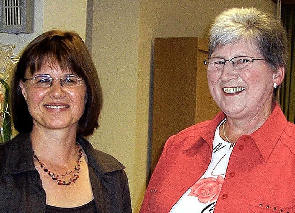 Monika Marx (rechts) wurde am Sonntag ...tärin in den Ruhestand verabschiedet.   | Foto: Karla Scherer