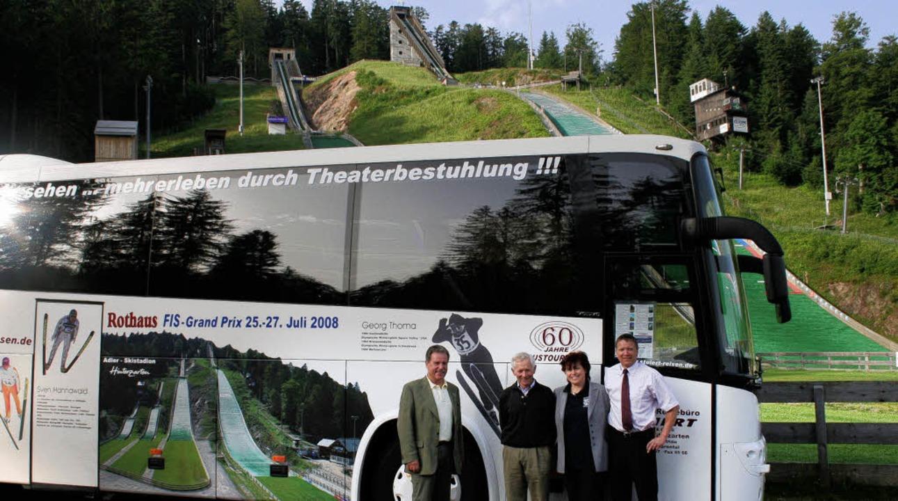 Das Adler-Skistadion mit den vier Scha...el und Thomas Steiert zu ihrer  Idee.   | Foto: dieter maurer