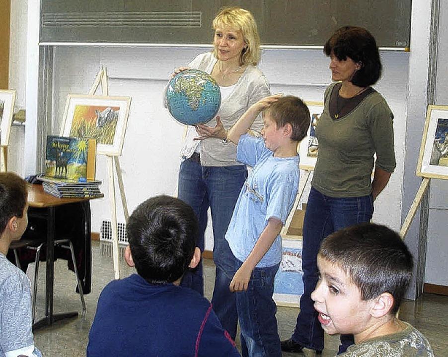 Andrea Friedrich (links) und Ute Döbel...ten Klasse, wo die Geschichte spielt.     Foto: privat