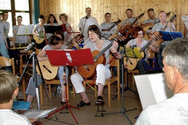 Anfängergruppen gaben ihr erstes Gitarrenkonzert