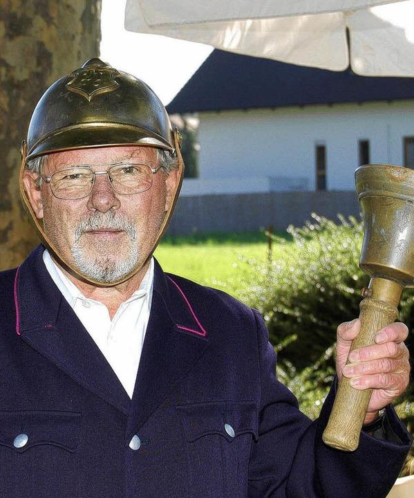 Bott Helmut Irslinger schlägt die Glocke zum Markt.   | Foto: Renate Tebbel