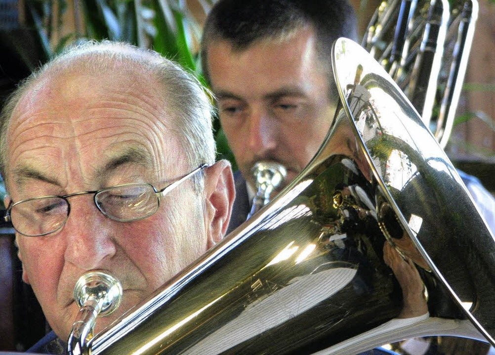Knackige Blasmusik &#8211; auch <Bildt...rtenfest des Musikvereins Schwörstadt.  | Foto: Hildegard Siebold