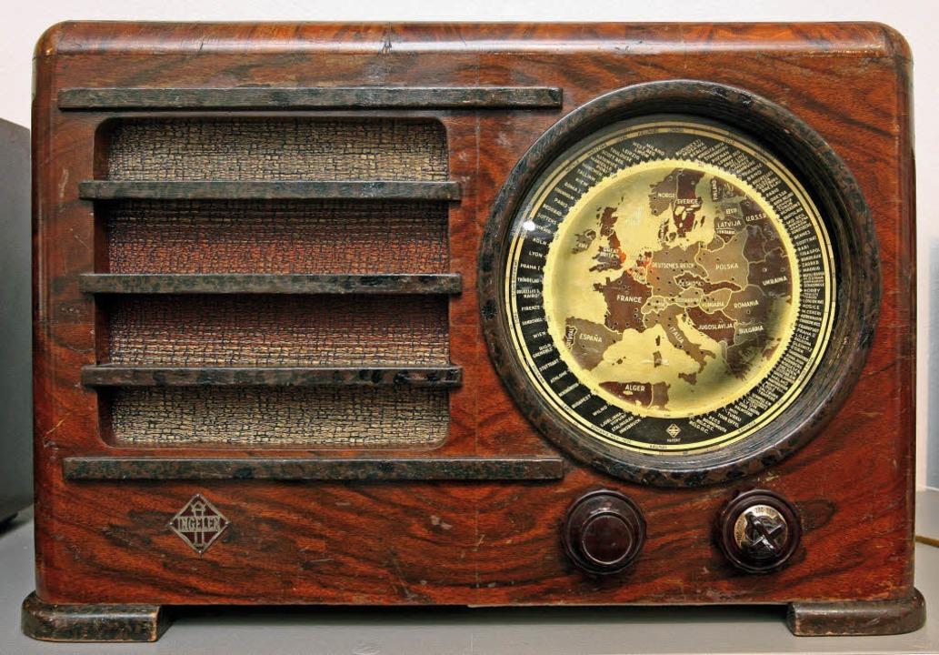 Ein Röhrenradio aus längst vergangener Zeit   | Foto: dpa
