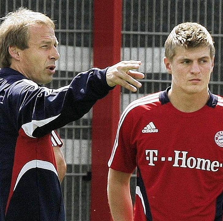 Bekommt von Jürgen Klinsmann den Weg gewiesen: Toni Kroos (rechts)    | Foto: dpa