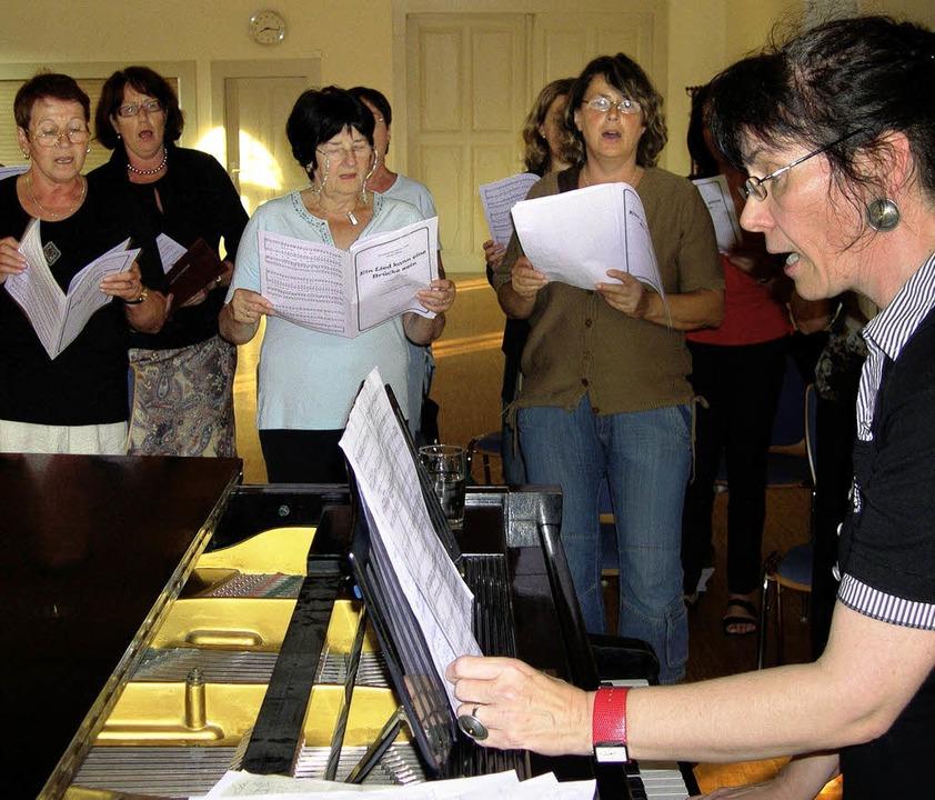 <Bildtext>Der Frauenchor Binzen probt ...für das Festival der Chöre.</Bildtext>  | Foto: Thomas loisl Mink