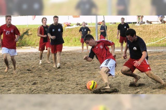 Spektakuläre Spielszenen und viele Tore auf 80 Tonnen Sand