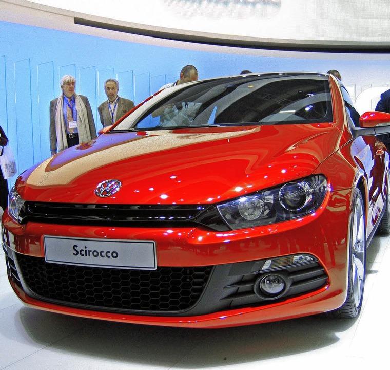 Will ein Trendsetter sein: der neue VW Scirocco mit schwarzen Frontelementen   | Foto: dpa