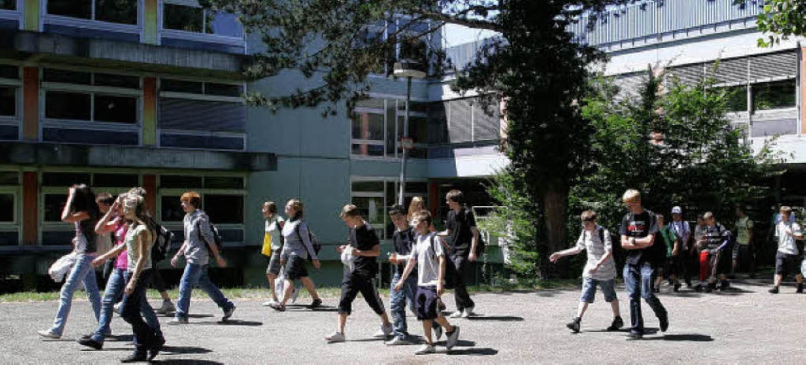 Jede Menge Schadstoffe verbergen sich ...den und Decken der Wentzinger-Schulen.  | Foto: rita eggstein