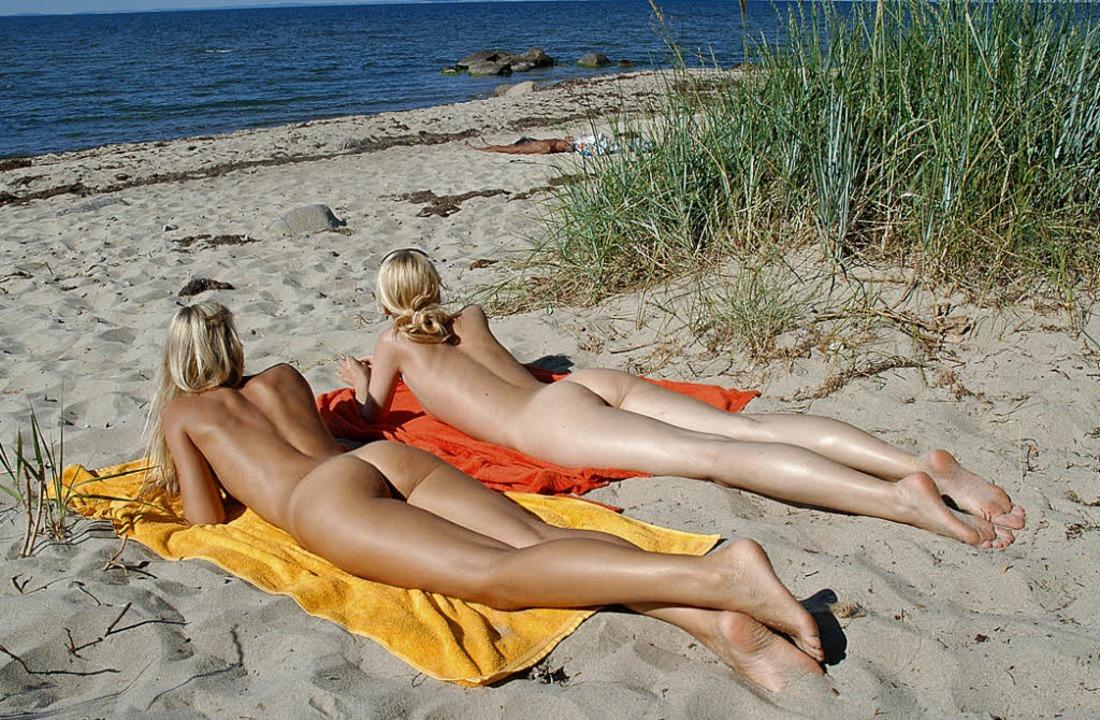 Viel Sonne, wenig Stoff: Solche Anblicke stören  manche Polen.   | Foto: dpa
