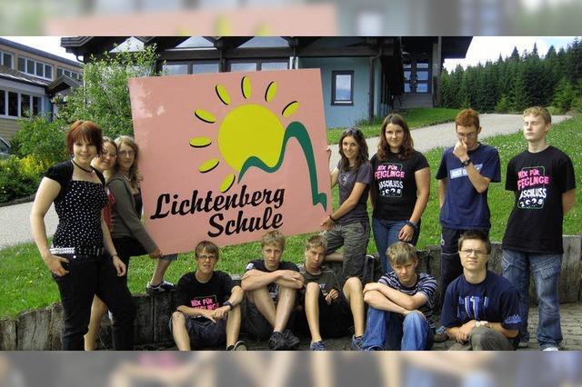 Schüler schenken der Schule ein neues Logo