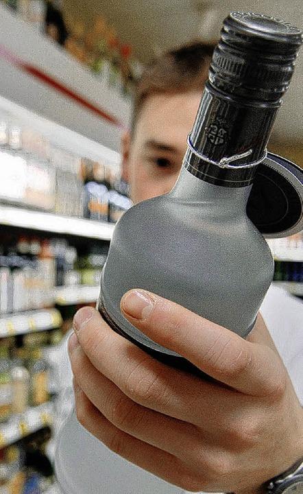 Trotz Verbots kommen Jugendliche im Raum Basel oftmals leicht an Alkohol.     Foto: ddp