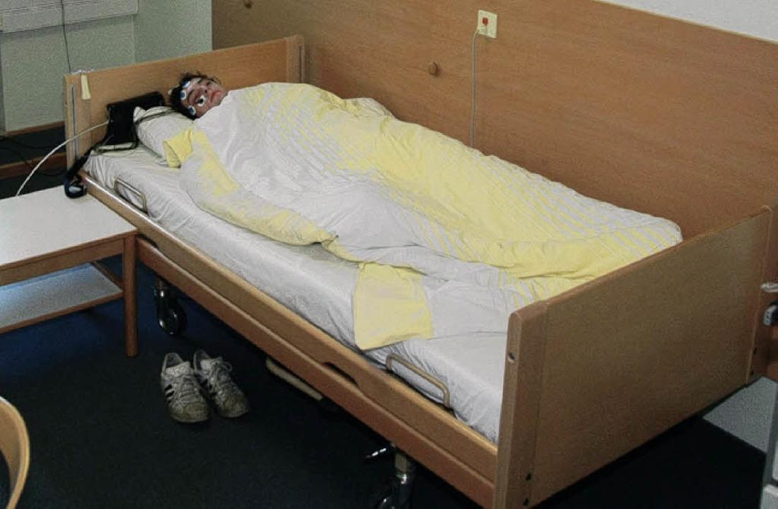 Michael liegt Probe: Ungewohnt, aber nicht schmerzhaft   | Foto: D. Rock