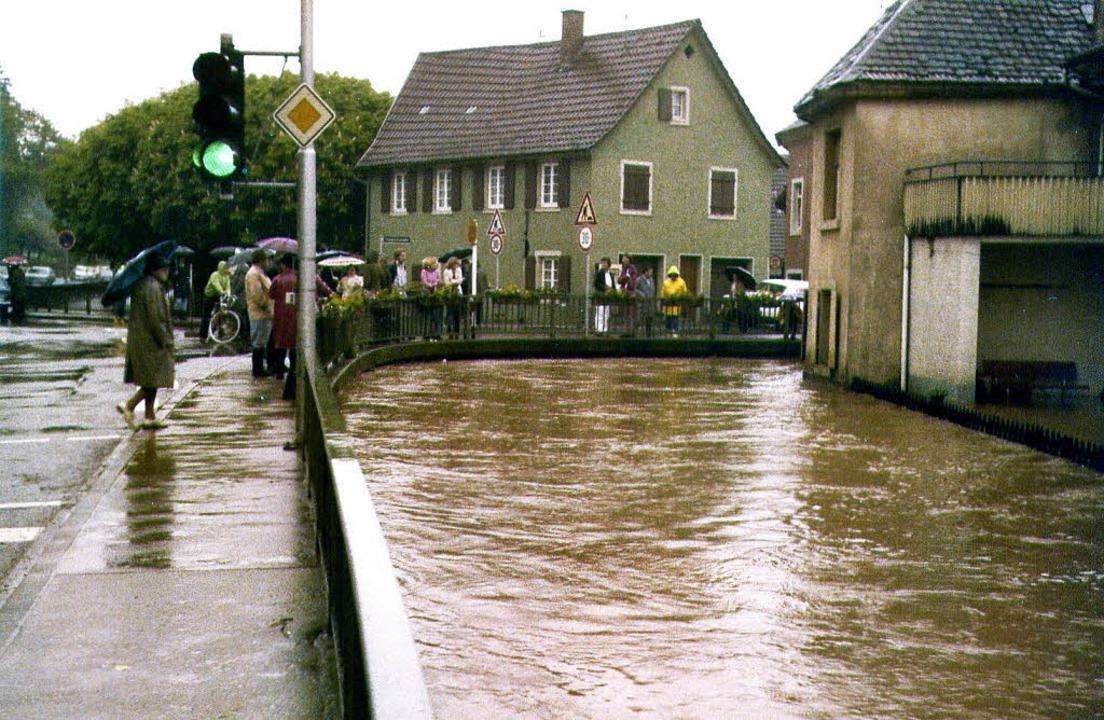 Ein Hochwasser wie in den Jahren 1978 ...tenheimer Innenstadt  nicht mehr eben.  | Foto: BILDSTEIN