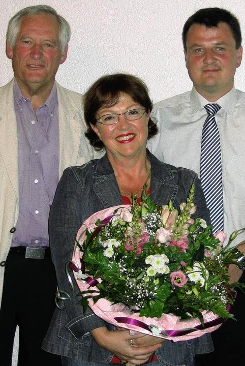 Wechsel: Heinz-Jörg Küspert (links) üb...t viel Lob und  Blumen verabschiedet.   | Foto: GOTTSTEIN