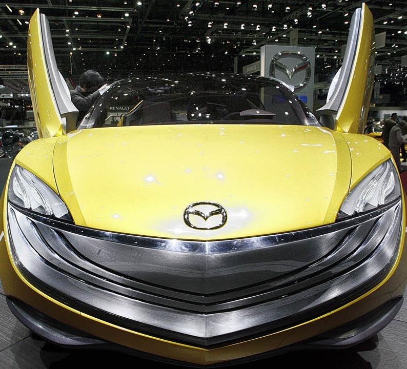 Macht hoch die Tür: Mazda stellte auf ...akaze vor, ein Coupé im Offroad-Look.   | Foto: dpa