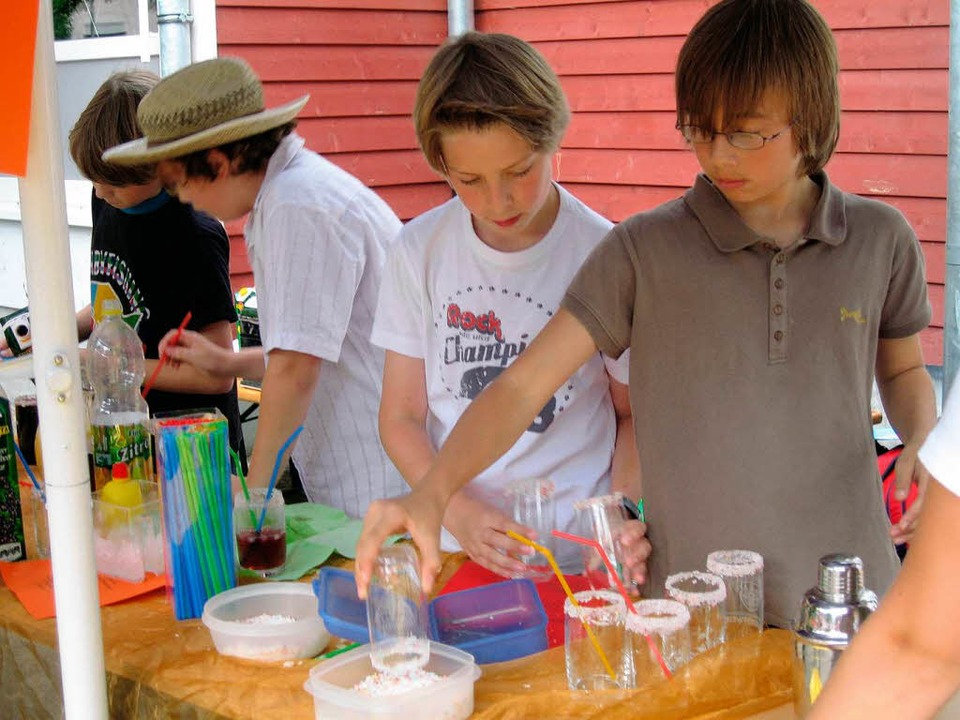 <Bildtext>Beim Schulfest des Martin-Sc...h leckere Cocktails gemixt.</Bildtext>  | Foto: Ines Süßle