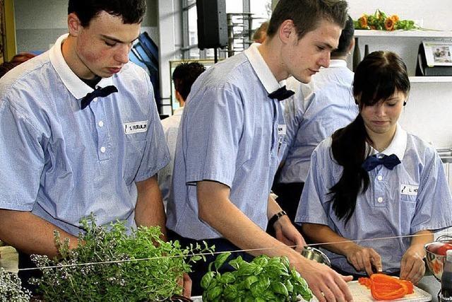 Profis in der gläsernen Küche geben beste Tipps