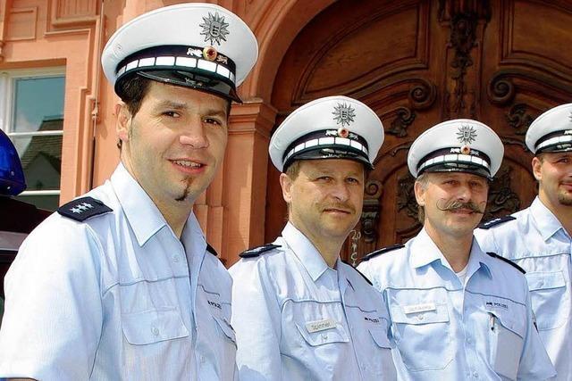 Die Polizei trägt jetzt blaue Uniformen