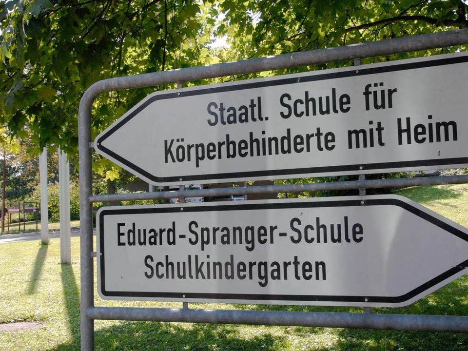 Schildertausch fällig: Die Staatliche ...ukünftig Esther-Weber-Schule  genannt.  | Foto: Markus Zimmermann-Dürkop