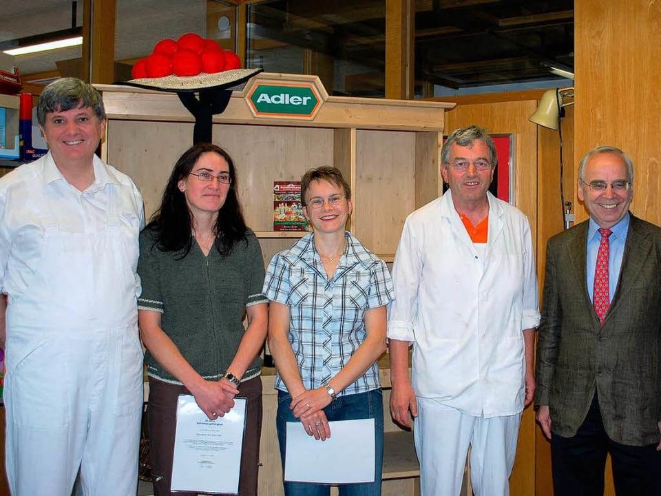 Langjährige Mitarbeiter geehrt (v.link... Raufer, Wolfgang Dury und Peter Adler  | Foto: Regina Folkerts