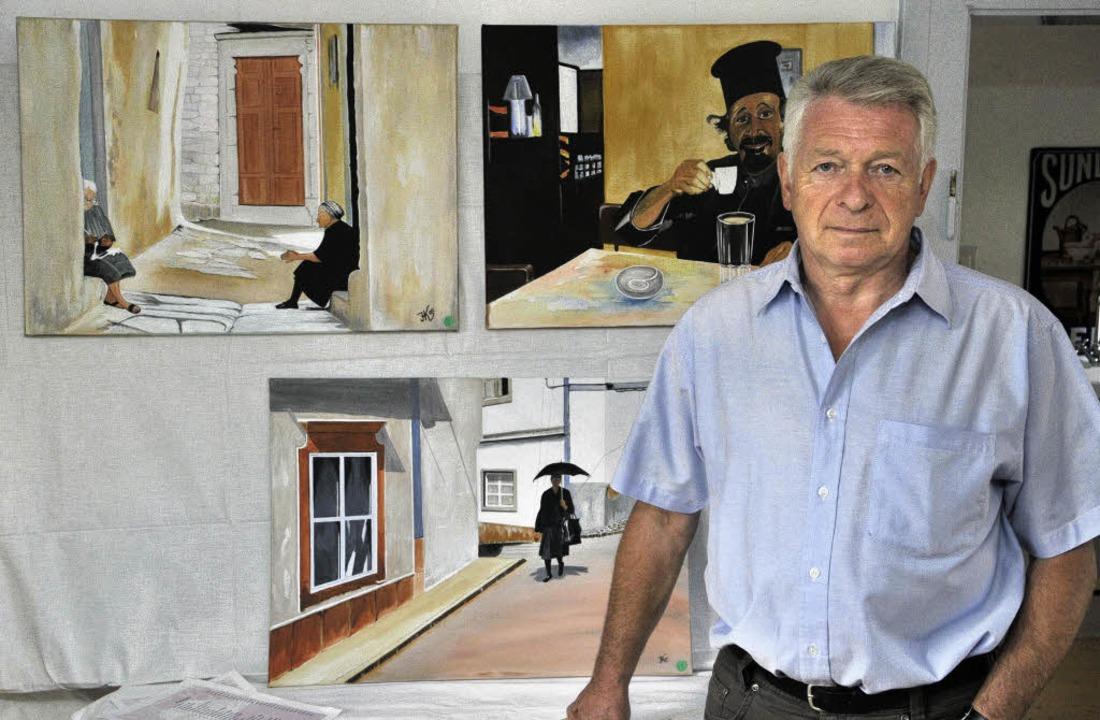 Herbert Kurz vor seinen Bildern  | Foto: Dieter Erggelet