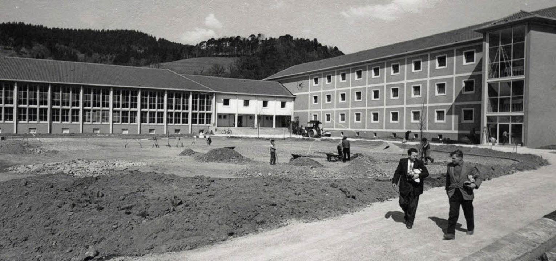 Das Bertholdgymnasium an der Hirzbergs...röffnung 1958...     Foto: Festschrift