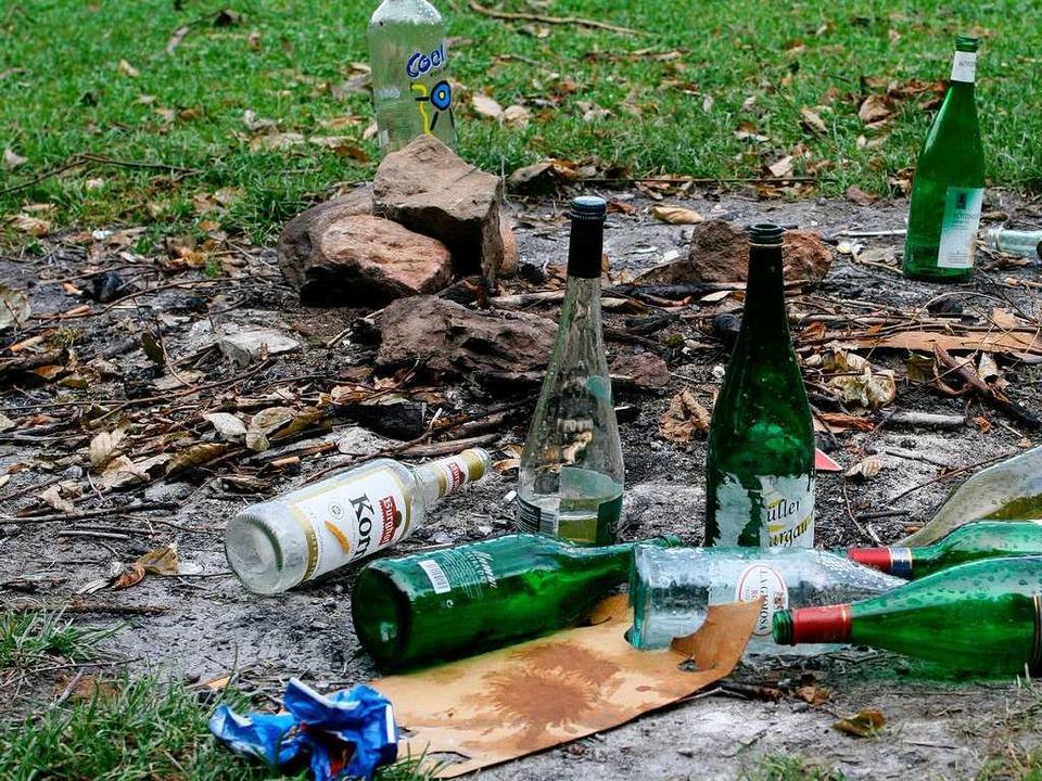 Reste einer Party auf der Sternwaldwiese.  | Foto: Rita Eggstein