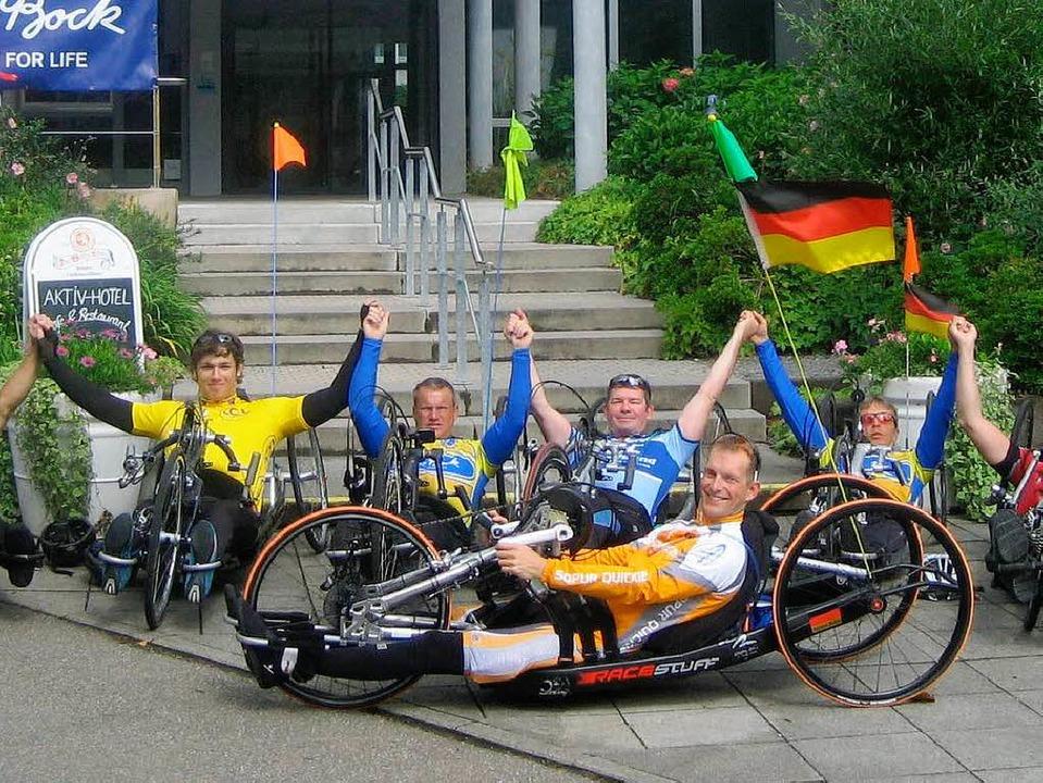 Diese Gruppe von Handbikern trainierte...ch der Olympiateilnehmer Torben Bröer.  | Foto: Thomas Steimer